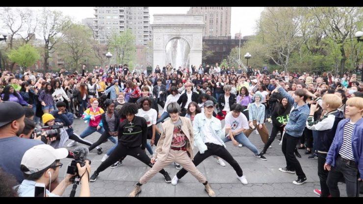 NYCでRandom Play Dance中にNCT 127が登場