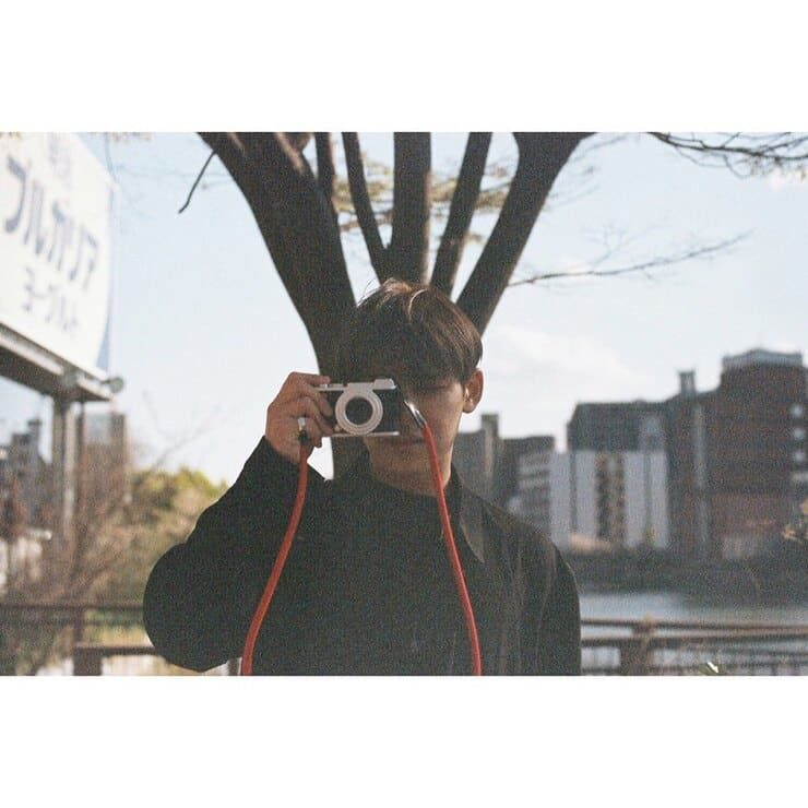 赤いカメラストラップ